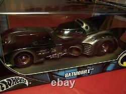 HOT WHEELS G3665 BATMAN BATMOBILE BATTLE-DAMAGED VERY RARE Limited Edition 1/18