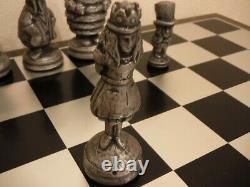 Alice Au Pays Des Merveilles Ensemble D'échecs En Aluminium D'alcoa Édition Limitée Très Rare