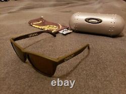 Oakley Frogskins Grenade Dark Olive Avec Gold Iridium Edition Limitée Très Rare